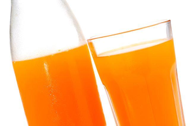 O suco em pó é um dos alimentos que causam espinhas