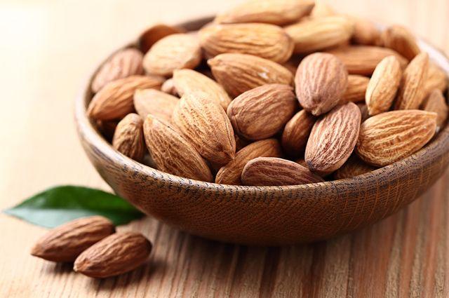 A amêndoa é um dos remédios caseiros para azia, má digestão e gastrite