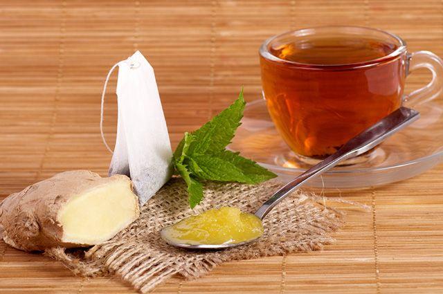 O chá de hortelã com gengibre serve para aliviar enjoos, náuseas e vomito