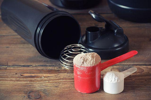 Algumas marcas de whey protein podem causar espinhas, por isso é importante escolher bem