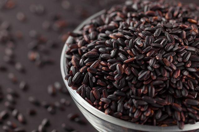 O arroz negro tem quase o dobro de fibras se comparado ao arroz integral