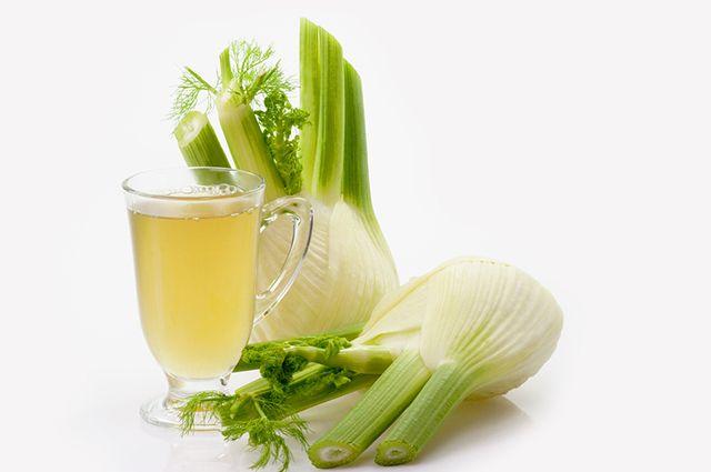 O chá de erva doce serva para aliviar os gases e combater a cólica intestinal