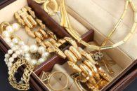 Como limpar joias de ouro
