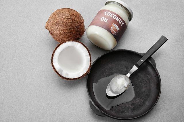 É possível usar o óleo de coco para compor diversas receitas culinárias