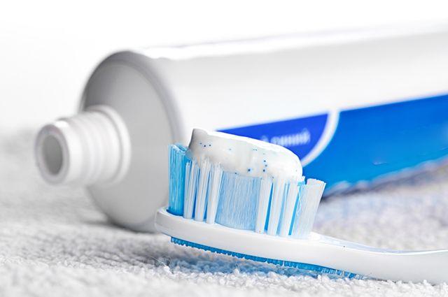A pasta de dente é uma maneira de como limpar joias de ouro