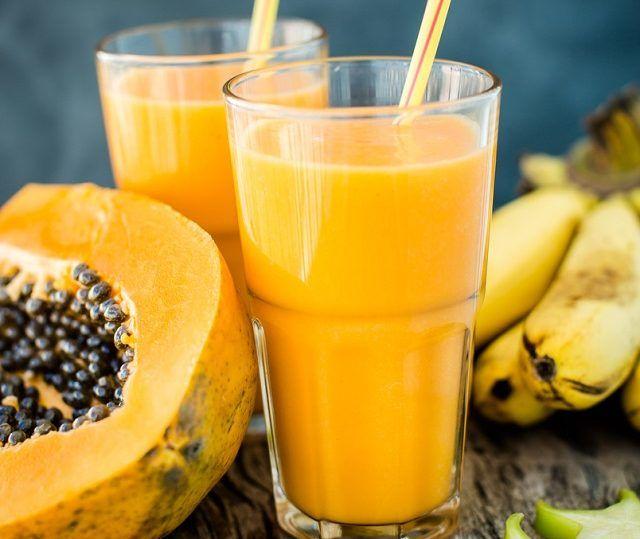Um exemplo de shake caseiro para emagrecer que funciona é o de mamão e banana