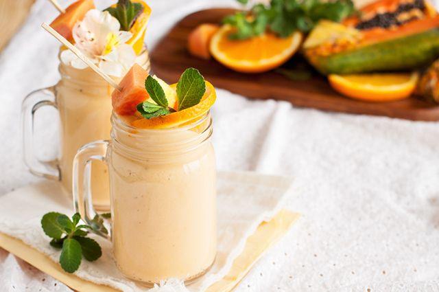 Um exemplo de shake caseiro para emagrecer que funciona é o de laranja, mamão e banana