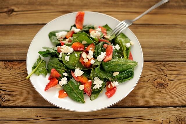 Salada com queijo cottage