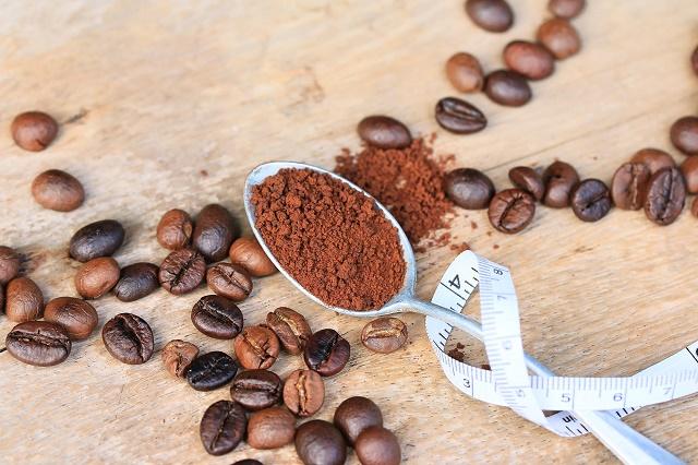 Café e fita métrica