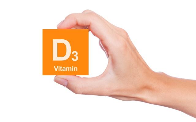 Mão segurando vitamina D3