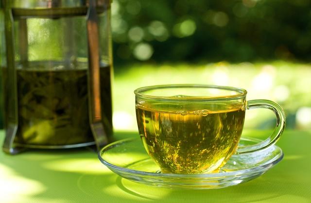 Chá verde na xícara