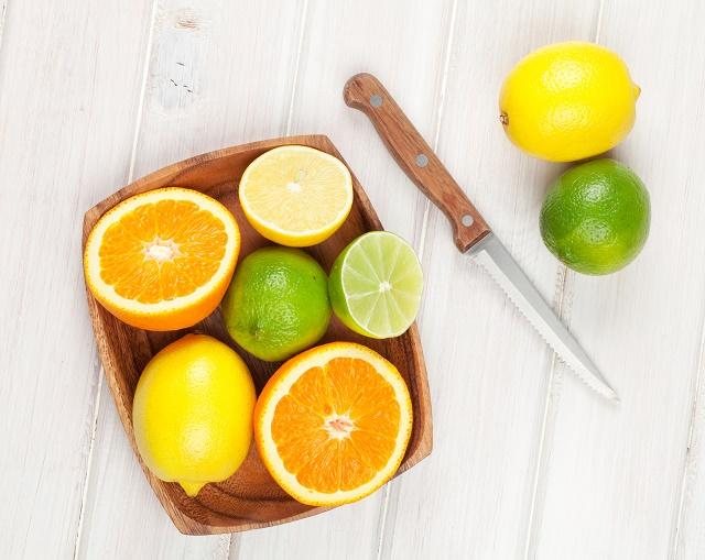 Laranja e limão cortados