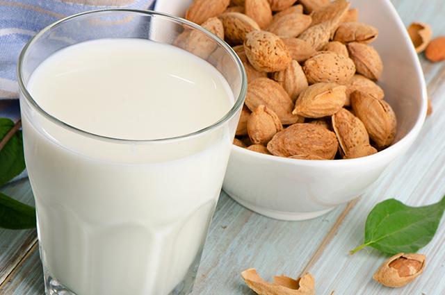 Copo de leite de amêndoas